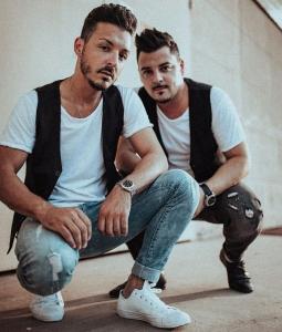 Die LAMAS sind ein Italo-Pop-Duo, das sich durch eine gelungene Mischung aus italienischen Oldies, modernen Italo-Hits und internationaler Stimmungsmusik auszeichnet.